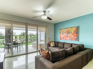 Elegant condo w/ shared pool and amenities, private beach access!