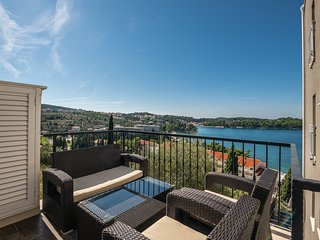 Sea view Duplex apartment with balcony and pool access
