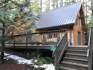 8MBR-Classic Log Cabin, Sleeps 8!