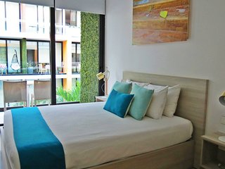 Beautiful modern studio, located 4 blocks from the beaches and 3 from Fifth Aven