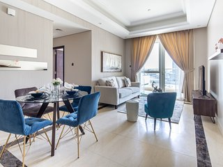 Exquisite 1BR With Study in Downtown Dubai