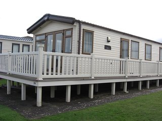 Lovely sea front caravan, overlooking the Bristol channel
