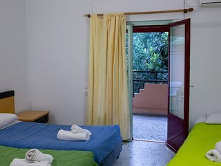 Wilde Rose hotel Dassia 3 Beds Room