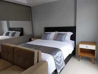 Deluxe Suite Apartel *Azalea Suites Cikarang - By Urban Style Collections A.1819