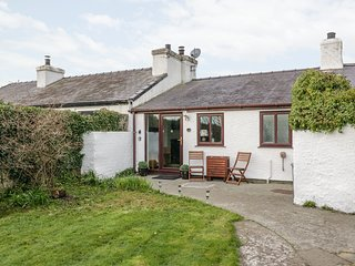BWTHYN, sea views, dog-friendly, Moelfre