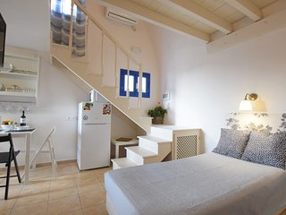 Traditional, two storey studio  ,up to 5 guests.