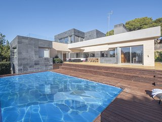 TH07 Modern house with sea views 200m from the beach