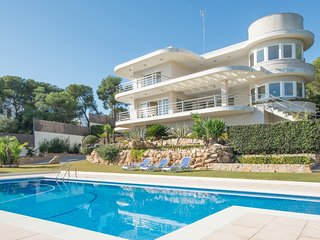 TH40 Exuberant villa in Tarragona 100m to the beach