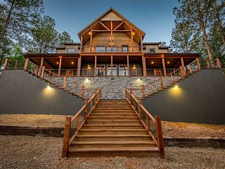 WOW! Luxury cabin for BIG families- 6Bed/6Bath/Game Room/Sleeps20