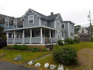 Charming Oak Bluffs Cottage within Walking Distance to Town