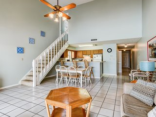 Gorgeous 3rd floor beachfront Villa w/ vaulted ceilings, balcony, & free WiFi!