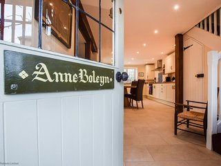 Anne Boleyn; dog friendly, Sudeley Castle, Cotswolds - Sleeps 4, Dog Friendly