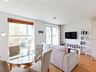 Stylish 2 Bed flat w/Juliet Balcony in Kennington