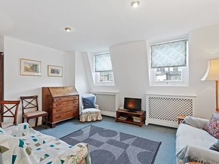 Cosy 2 bedroom flat in Pimlico, 10 mins to station