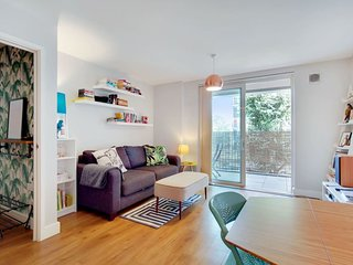 Spacious 1Bed w/Balcony nr Shoreditch & station