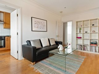Cosy 4 Sleeper w/ Stunning Loft Room in South Kensington