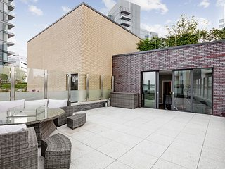 Superb 2-Bed flat w/Stunning Rooftop nr The City
