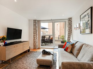 Stunning 2 Bed Apt w/Patio nr Blackfriars
