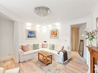Victorian 3 Bed, 2.5 Bath House in Westminster