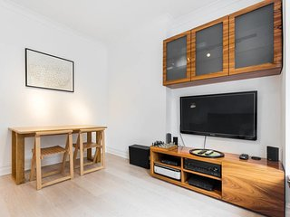 Chic 1 bed Belsize Park flat - 4 mins from tube
