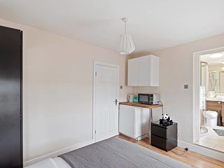Petite Studio by Camden Market- 7mins to tube!