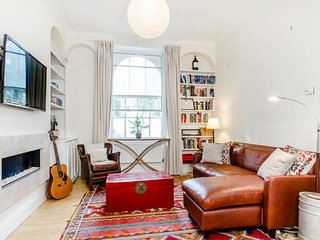 Entire Home: Russell Square - 2 bed with garden