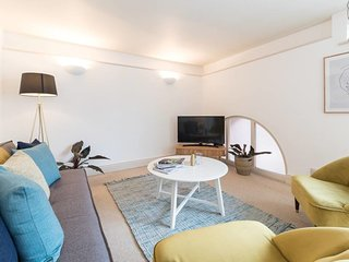 Light 3 bed 2 bath apartment 5 min to Notting Hill