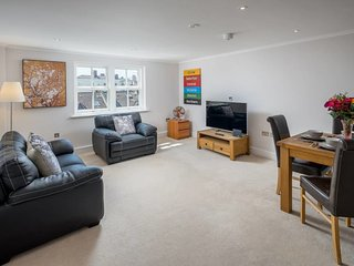 Stylish 1 bed in West Kensington 7mins to tube