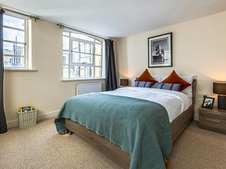 2 Bed in Heart of Mayfair Near Bond St Shopping