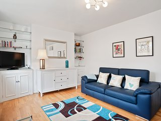 Spacious 3 Bed flat w/Communal Garden in Euston