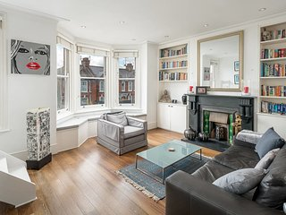 Large Trendy Two Bed Apartment In Notting Hill