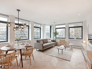 Stunning Designer 2 Bed, 2 Bath Apartment in Holborn