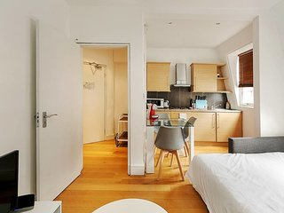 Modern 2-Bed flat, sleeps 6, in the heart of Soho