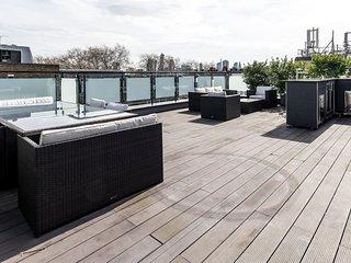 2bed2bath penthouse apt in Angel w/amazing balcony