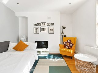 Central London 2-Bed flat, sleeps 6, in Soho