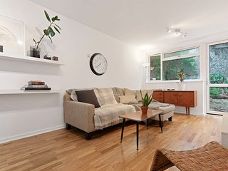Cosy 3Bed Family Maisonette, 1 stop to Kings Cross