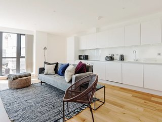 Stunning 2BDR apt w/Terrace in Kennington, nr tube