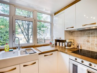 Bright, Modernised 4 Bed Maisonette in Brixton