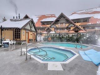 Family-friendly condo near the slopes w/ shared pool & hot tub - shuttle service