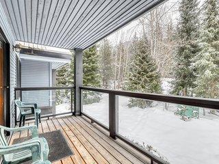Inviting condo w/ private balcony, mountain views, & gas fire place!