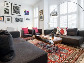 Eclectic & Spacious 2 Bed 2 Bath near Notting Hill