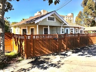 HIDDEN GEM ~ CENTRAL LOCATION~2 BDRM/1 BATH~MIDDLE OF HILLCREST~+++PARKING