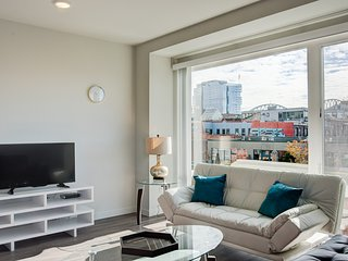 Modern Vacations Rental 2BR on Main in Seattle