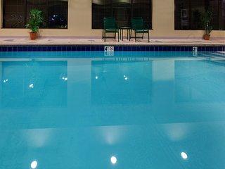 Free Breakfast, Free Wi-Fi, Indoor Pool + Hot Tub | Comfy Suite