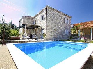 Villa Aquarius - Four Bedroom Villa with Swimming Pool