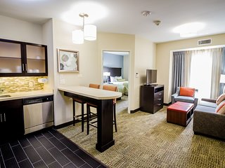 Free Breakfast, Free Wi-Fi, Outdoor Pool | Hearing Accessible Suite