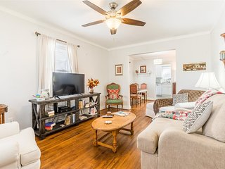 Cozy & Cumberland - Minutes to downtown Greenville and walking distance to shops