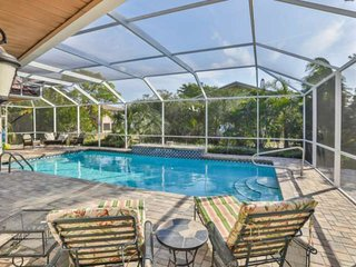 Beautiful 5000 SQ FT Home with Private Pool, WIFI, Close to Anna Maria Island Be
