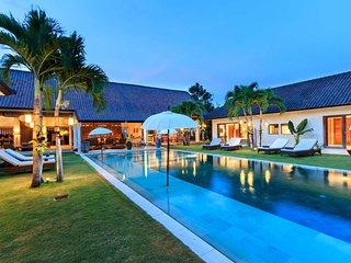 5 Star Villa in Bali, Minutes from the Beach, Bali Villa 2056