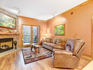 Elegant condo w/ jetted tub & shared pool/hot tub - steps to downtown!